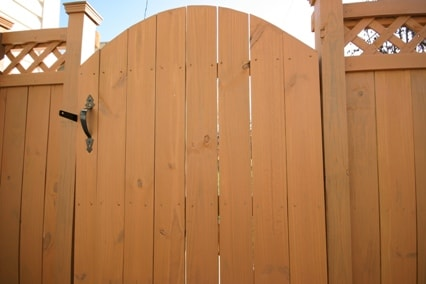 fence stain how to stain a fence best fence stain. Black Bedroom Furniture Sets. Home Design Ideas